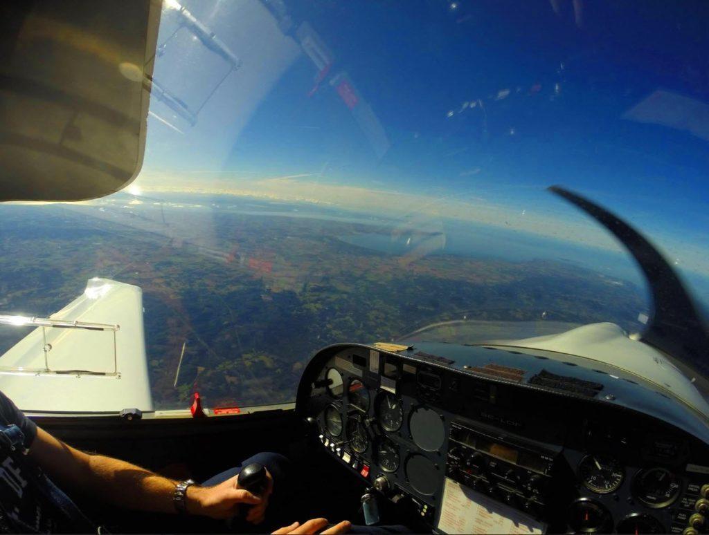 Tillhör du dem som alltid spanar upp i luften när du hör ett flygplan?